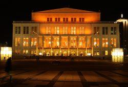 """Bei der """"Night of Light"""" mit dabei: das Opernhaus Leipzig. Foto: Ralf Julke"""