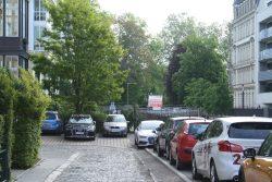 Uferweg zum Parkplatz umfunktioniert. Foto: Ralf Julke