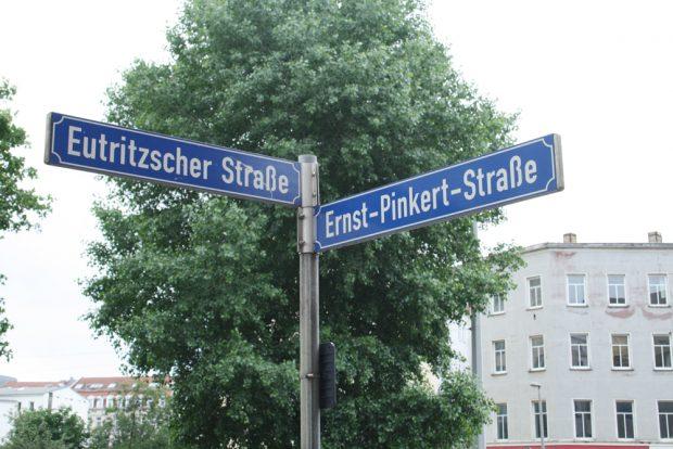 Die Ernst-Pinkert-Straße führt direkt zum Zoo. Foto: Ralf Julke