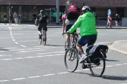 Radfahrer am Martin-Luther-Ring. Foto: Ralf Julke