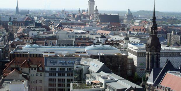 Leipziger Dächermeer: Jede Menge Platz für Photovoltaikanlagen. Foto: Ralf Julke