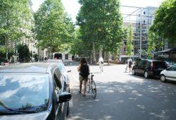 Die Beethovenstraße kurz vor der Bibliotheca Albertina. Foto: Ralf Julke
