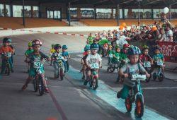 Szene vom letztjährigen Kindernachtrennen 2019 auf der Leipziger Radrennbahn mit einem Teilnehmerrekord von 678 Kindern. SC DHfK Leipzig