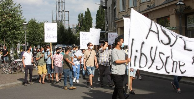 Uneinheitliche Urteile über Abschiebungen, katatsrophale Lage in Libyen. Eine Demo machte am 23. Juli auf Unrecht aufmerksam. Foto: L-IZ.de
