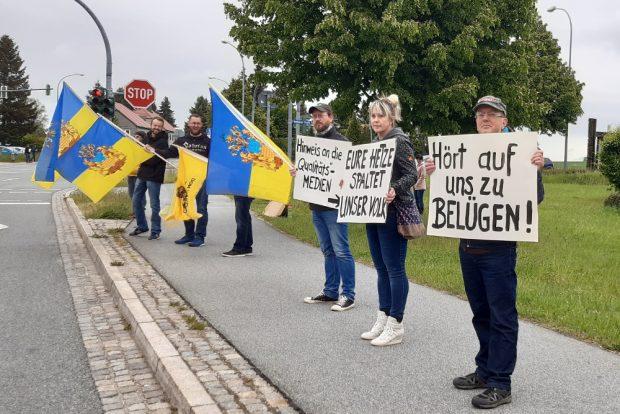 """Protest gegen """"Hetze"""", """"Lügen"""" und Medien. Foto: Luise Mosig"""