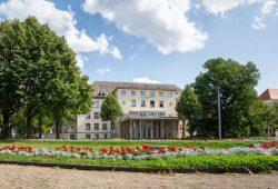 Die Klinik und Poliklinik für Psychiatrie und Psychotherapie am Universitätsklinikum Leipzig in der Semmelweisstraße sucht für die SIMCODE-Studie Menschen mit einem BMI größer oder gleich 30, die an einer Depression leiden. Foto: Stefan Straube / UKL