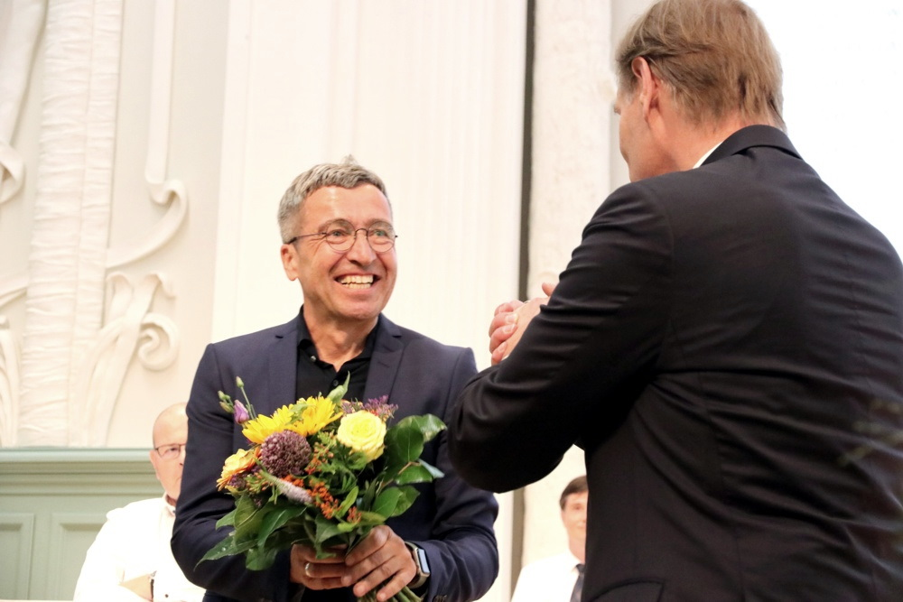 Leipzigs neuer Baudezernent Thomas Dienberg (Grüne) und Gratulant Burkhard Jung (SPD) Foto: Michael Freitag