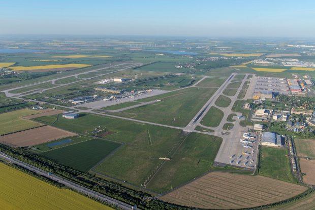Die Rollfelder des Flughafens Flughafen Leipzig/Halle. Foto: Uwe Schoßig