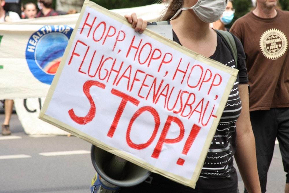 Demo gegen den Flughafenausbau. Foto: LZ