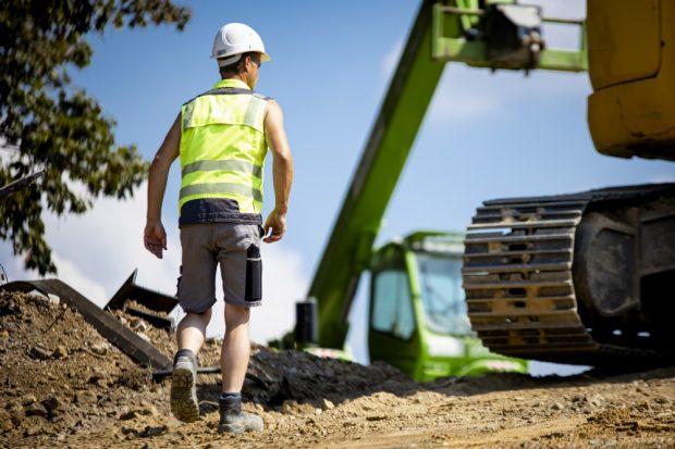 Bald allein auf der Baustelle? Baufirmen steuern auf einen verschärften Fachkräftemangel zu – wenn die Branche für Beschäftigte nicht attraktiver wird, warnt die IG BAU. Foto: IG BAU