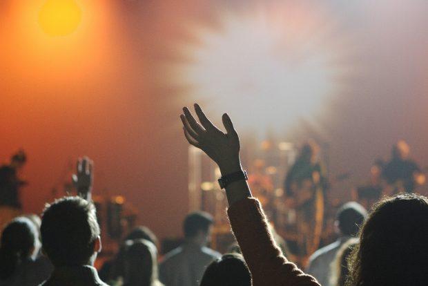 Forscher/-innen wollen testen, wie Konzerte in Coronazeiten wieder möglich sein könnten. Foto: Pixabay