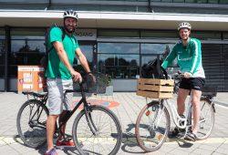 Sportkoordinator Philipp Müller und Rückraumspieler Gregor Remke auf ihrem Arbeitsweg. Quelle: SC DHfK