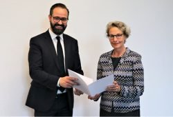 Wissenschaftsminister Sebastian Gemkow bestellt Frau Prof. Ursula M. Staudinger zur neuen Rektorin der TU Dresden © SMWK