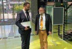 Wissenschaftsminister Sebastian Gemkow mit Direktor des ZIH (TU Dresden) Prof. Nagel © SMWK