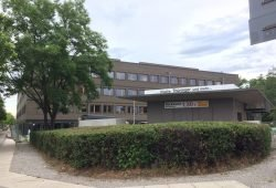 Die Pausenversorgung ist gesichert: die neue Schule am Barnet-Licht-Platz. Foto: L-IZ