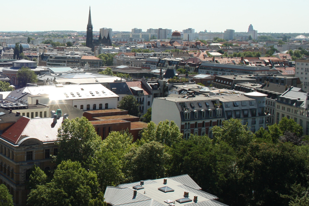 Lauter Dächer ohne Photovoltaik und Grün. Foto: Ralf Julke