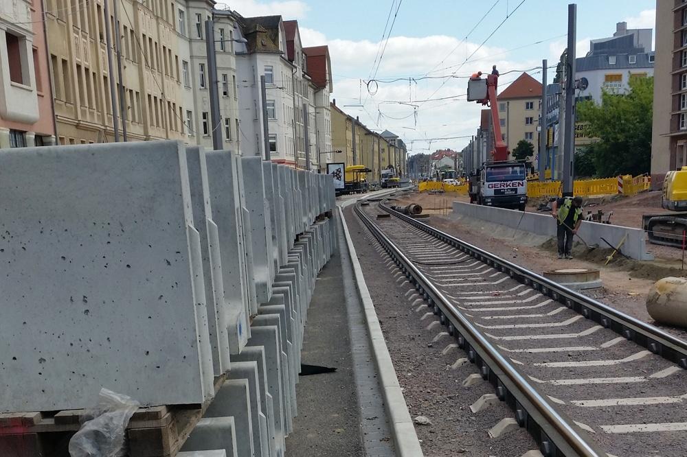 Gleisbau der LVB - hier 2014 in der Lützner Straße. Foto: Marko Hofmann