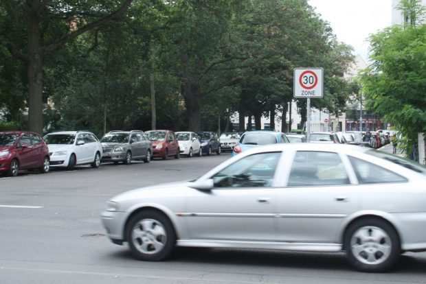 Tempo 30 am Wiedebachplatz. Foto: Ralf Julke
