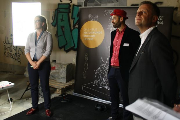 Skadi Jennicke, Ronny Maik Leder und Torsten Bonew bei der Vorstellung der Pläne für den Bowlingtreff. Foto: Ralf Julke
