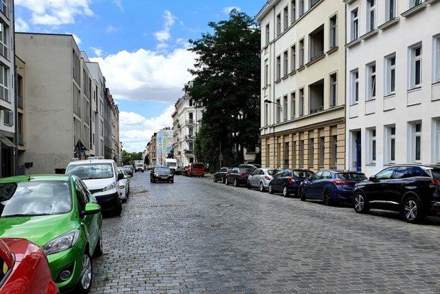 Jede Menge Platz für Autos, null Aufenthaltsqualität: die Shakespearestraße. Foto: Tim Elschner