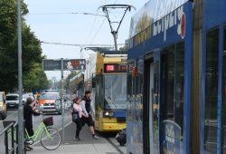 Straßenbahnen am Connewitzer Kreuz. Foto: Ralf Julke
