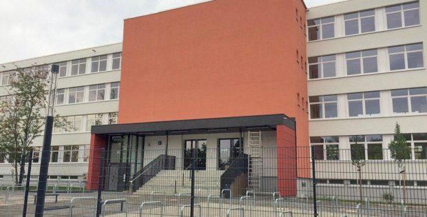 Das Schulgebäude in der Höltystraße 51. Foto: L-IZ