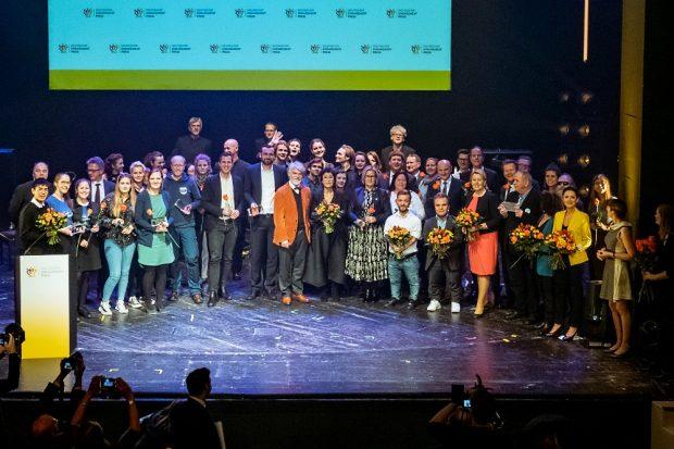 Abschlussbild der Preisverleihung des Deutschen Engagementpreises 2019. Foto: Svea Pietschmann
