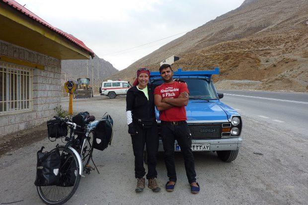 Mitfahrgelegenheit im Iran. Sabine Mehnert ist dicht dran an den Menschen des Landes, das sie mit dem Fahrrad bereist. © privat