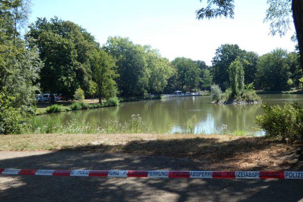 Die Polizei sperrte den Fundort der Leiche weiträumig ab und sicherte Spuren. Foto: L-IZ.de