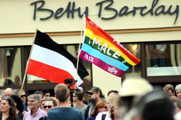 Frieden und Kaiserreich bei der letzten Demo in Leipzig vor der geplanten Großdemo am 29. August in Berlin. Foto: Michael Freitag