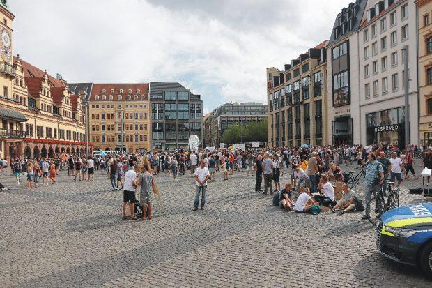 Nach Lesart der Querdenker könnten das auch 10.000 Demoteilnehmer am 22. August 2020 in Leipzig sein. Foto: Michael Freitag