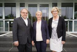 Neuer und alter Vorstand: Nelly Keding (Mitte), Rolf Pflüger und Dr. Kristina Fleischer (rechts). © W&R IMMOCOM / Tom Dachs