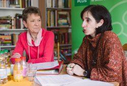 Kompetente Referentinnen und Referenten geben in den Pflegekursen der Volkssolidarität pflegenden Angehörigen wertvolle Hinweise für den Pflegealltag. Foto: Katja Demuth