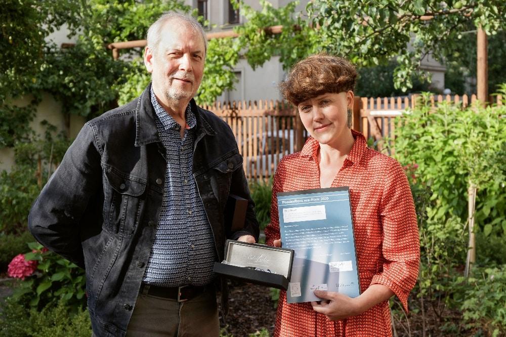 Preisübergabe von Ralph Grüneberger an Dora Hauch. Foto: Gustav Franz