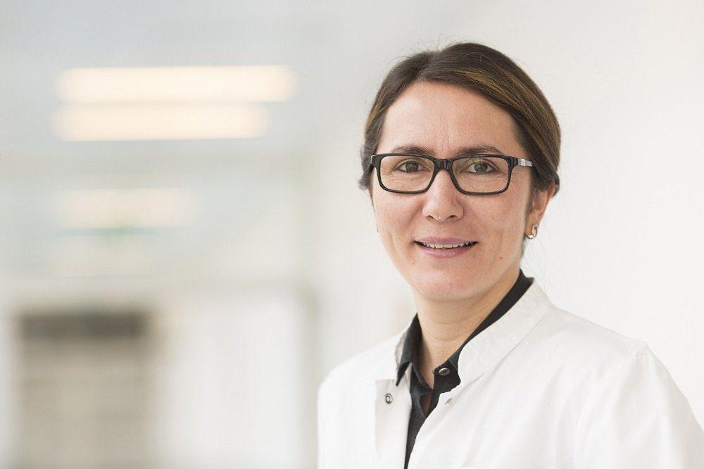 """Die 100. minimal-invasive Operation mit dem """"da Vinci""""-Roboter konnten Klinikdirektorin Prof. Bahriye Aktas und ihr Team der Klinik und Poliklinik für Frauenheilkunde des Universitätsklinikums Leipzig (UKL) nun bereits zählen. Foto: Stefan Straube / UKL"""
