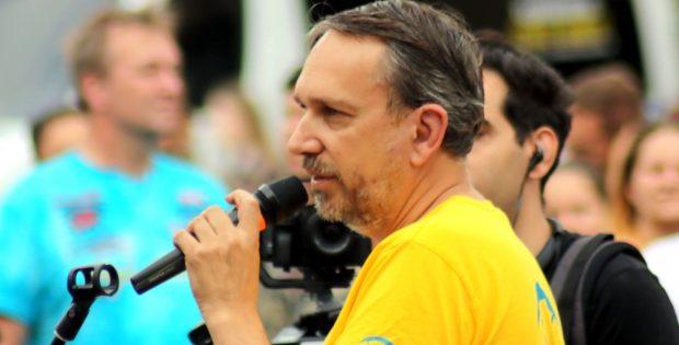 Rechtsanwalt und Widerstand2020-Frontmann Ralf Ludwig hat nach Aussage Ballwegs gegen die Demountersagung am Verwaltungsgericht geklagt. Hier am 22. August 2020 in Leipzig. Foto: L-IZ.de