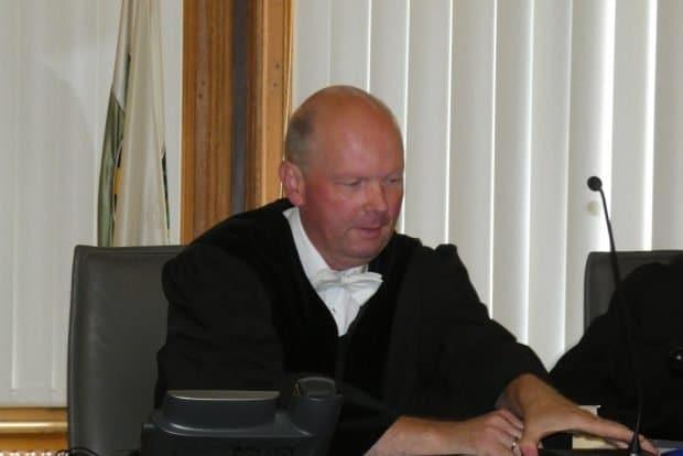 Die 11. Strafkammer unter Vorsitz von Karsten Nickel (Foto) wandelte das erste Urteil wegen der besonderen Umstände in eine Bewährungsstrafe um. Foto: Lucas Böhme