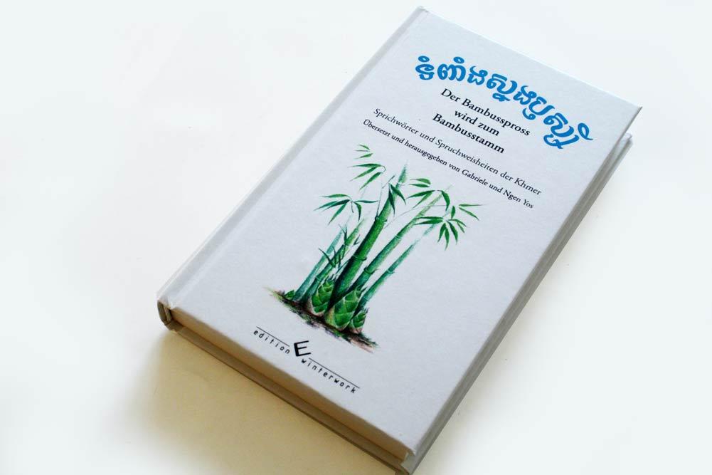 Gabriele und Ngen Yos: Der Bambusspross wird zum Bambusstamm. Foto: Ralf Julke