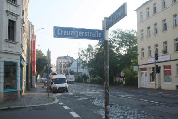 Die neue Ampel an der Creuzigerstraße. Foto: Ralf Julke