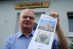 Werner Franke mit dem neuen Großzschocher-Kalender. Foto: Ralf Julke