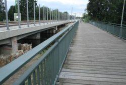 Die Heuwegbrücke über die Weiße Elster. Foto: Ralf Julke