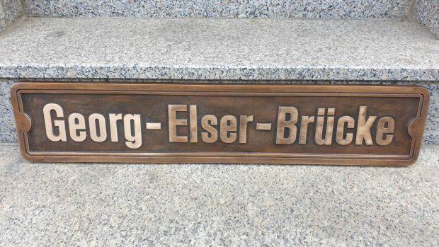 Namenstafel für die Georg-Elser-Brücke. Foto: Erich-Zeigner-Haus e.V.