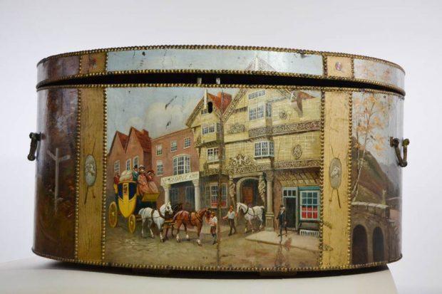 Reisetruhe, um 1830/40 in England gefertigt, Dauerleihgabe des Stadtgeschichtlichen Museums Leipzig an das Mendelssohn-Haus Leipzig. Foto: Stadtgeschichtliches Museum