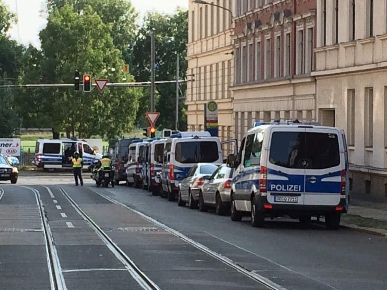 Kein so seltenes Bild an der Eisenbahnstraße: viel Polizei, wenig Erkenntnis. Foto: LZ