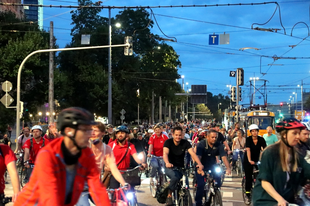 Mehrere tausend Radler/-innen waren am 4. September 2020 in Leipzig zum Auftakt des Stadtradelns unterwegs. Foto: L-IZ.de