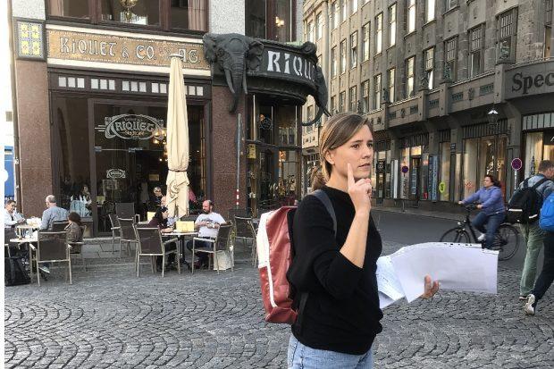 Jona Krützfeld vor der Station am Kaffeehaus Riquet. Foto: Pia Benthin