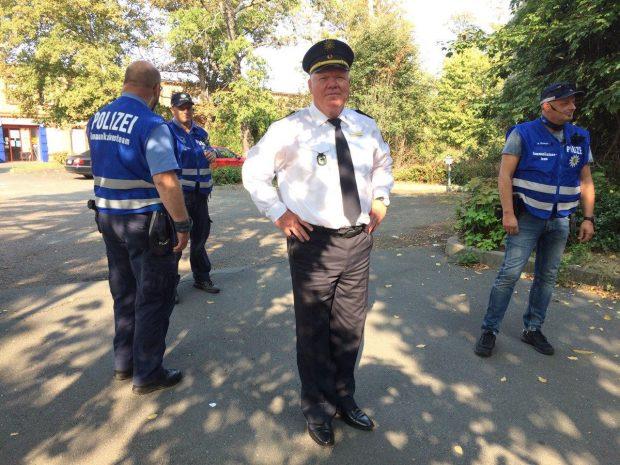 Auch der Landespolizeipräsident Sachsens, Horst Kretzschmar, ist heute vor Ort. Foto: L-IZ.de