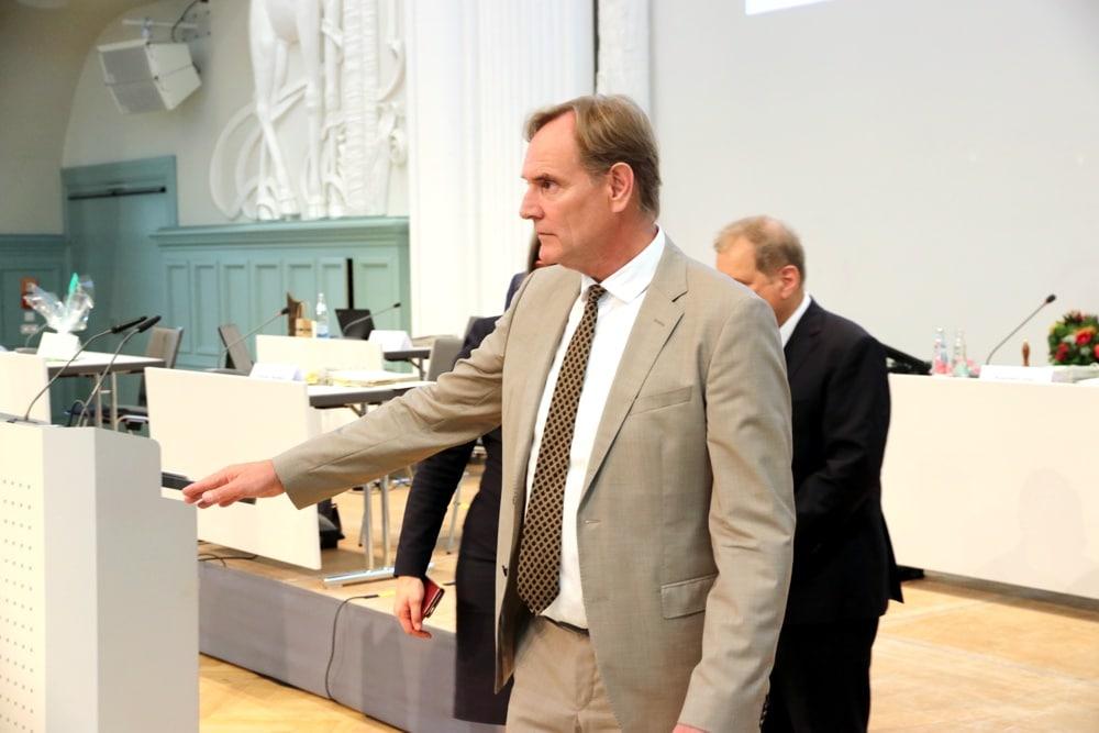Mal ab und zu die Richtung angeben - Burkhard Jung im Stadtrat Leipzig führte die Debatte um die Gewalt in Leipzig ein. Foto: L-IZ.de