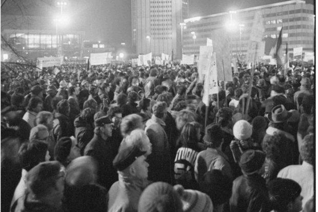 Friedliche Revolution: Montagsdemonstration auf dem Augustusplatz. Foto: Armin Kühne / Universitätsarchiv Leipzig