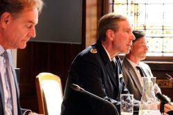 Leipzigs Polizeipräsident Torsten Schultze ist mittlerweile schwer unter Druck. Hier mit OB Burkhard Jung (l.) und Heiko Rosenthal (r.) in einer PK am 8. September 2020. Foto: L-IZ.de